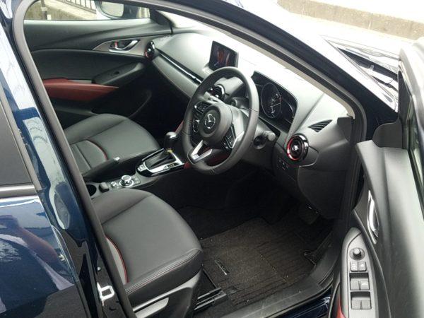 CX3の運転席