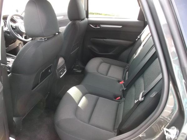 CX-5の後部座席画像
