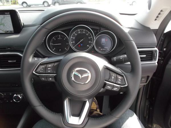 CX-5の運転席画像