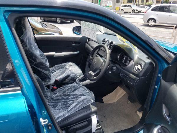 エスクードの運転席画像