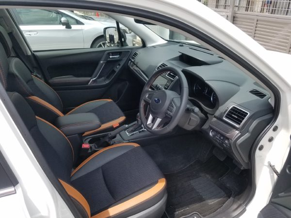 フォレスターの運転席画像