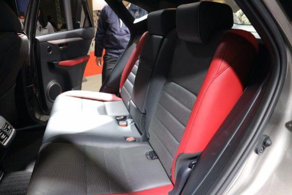 NX300の後部座席