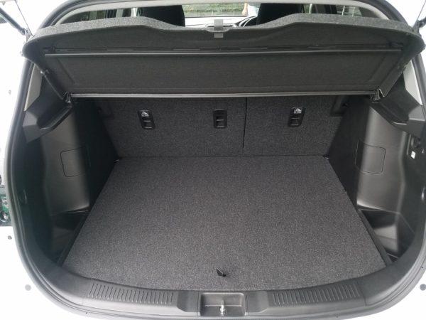 SX4Sクロスの荷室