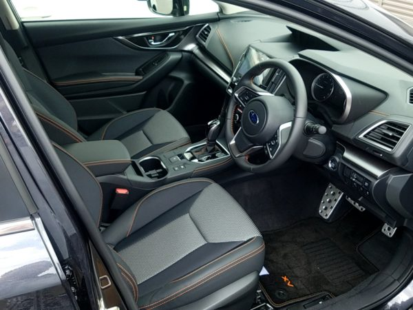 XVの運転席画像