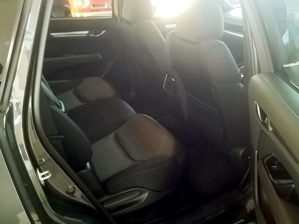 CX-8の後部座席